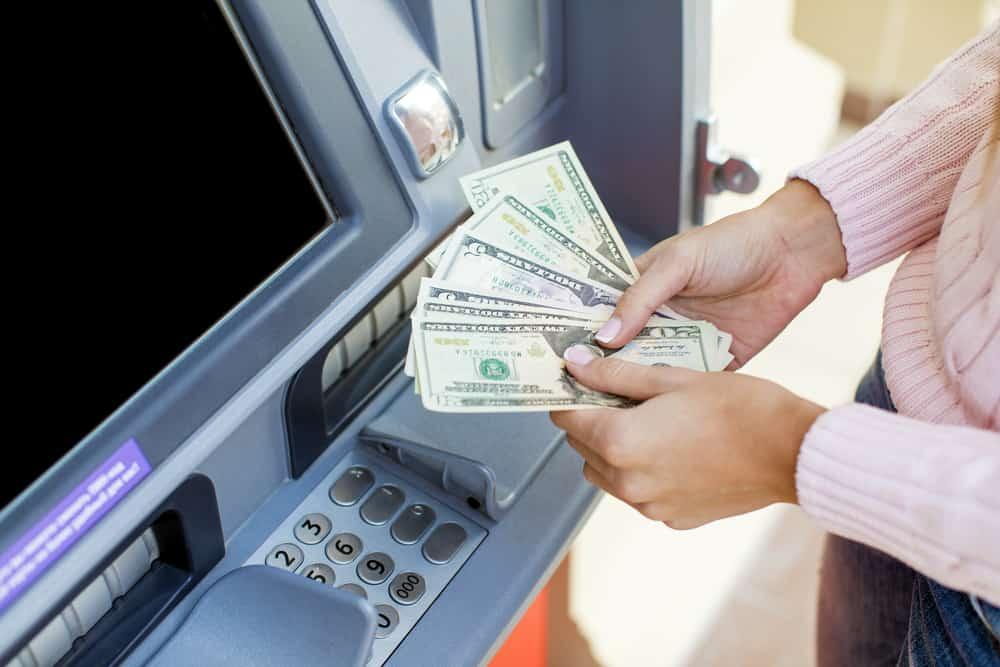 Kako uplatiti novce na bankomatu